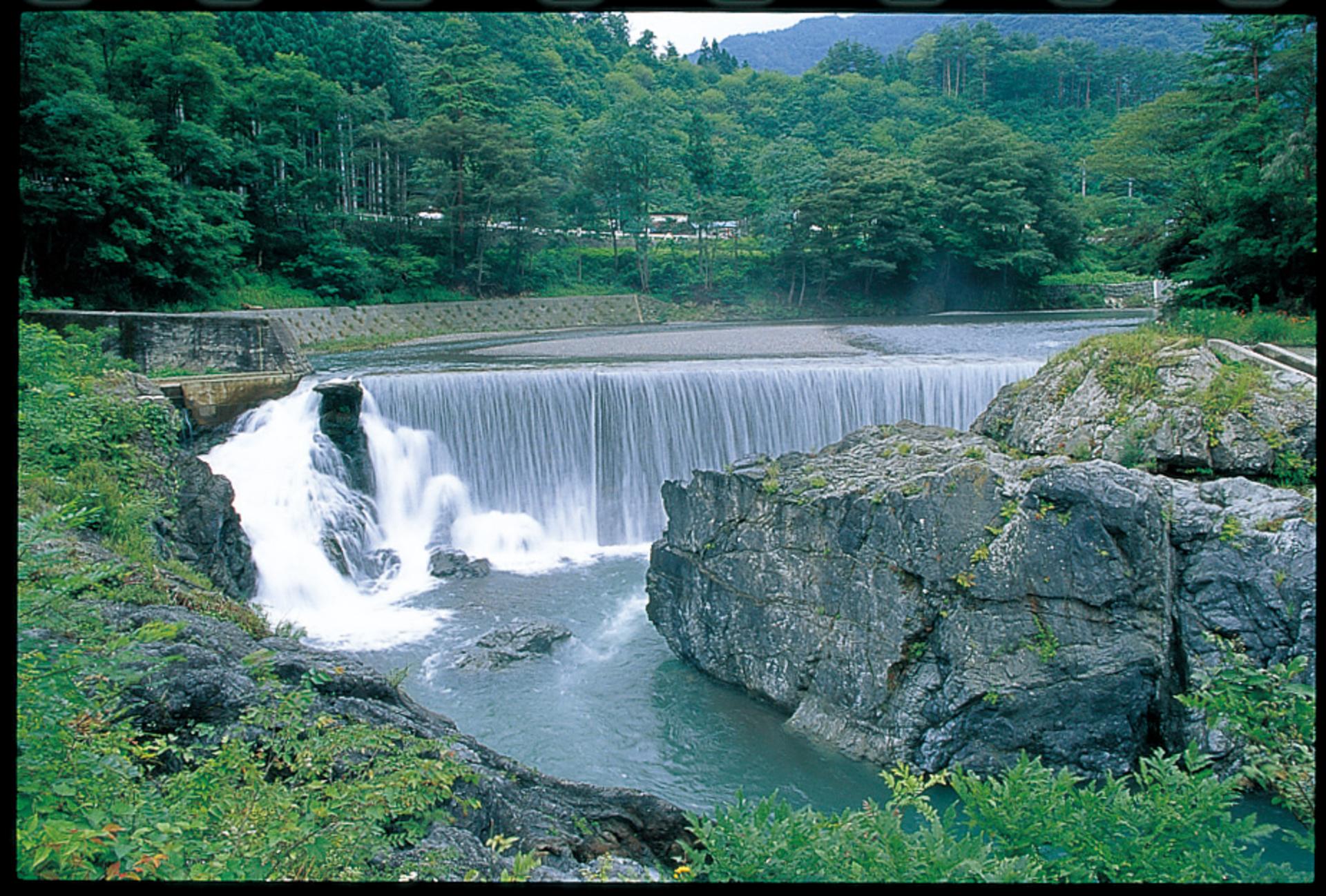 蛇木の滝(へびきのたき)