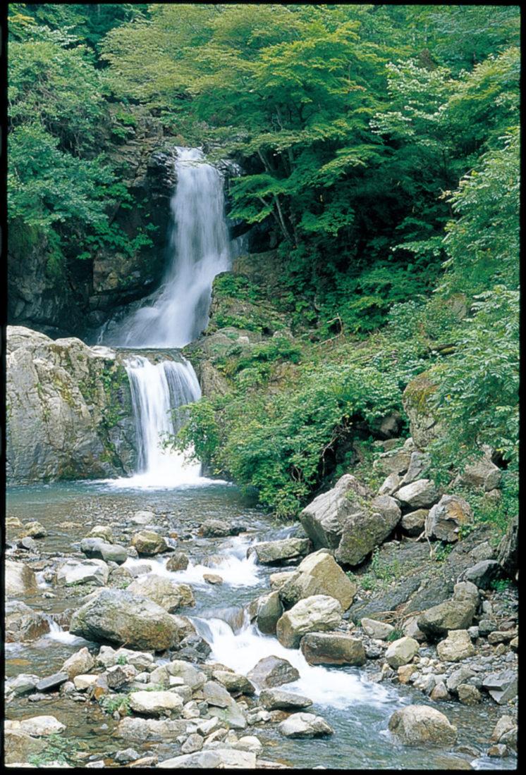 Ryujin Falls (Ryujin no taki)
