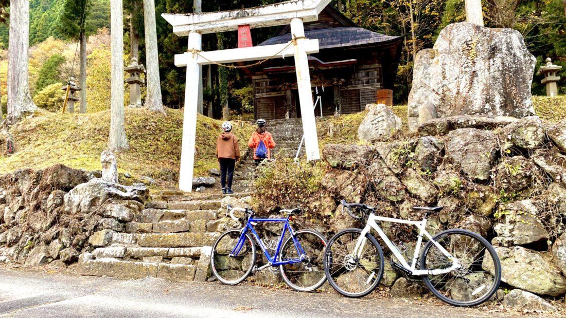 Fall Cycling Route in Uenomura: Nippa Shrine